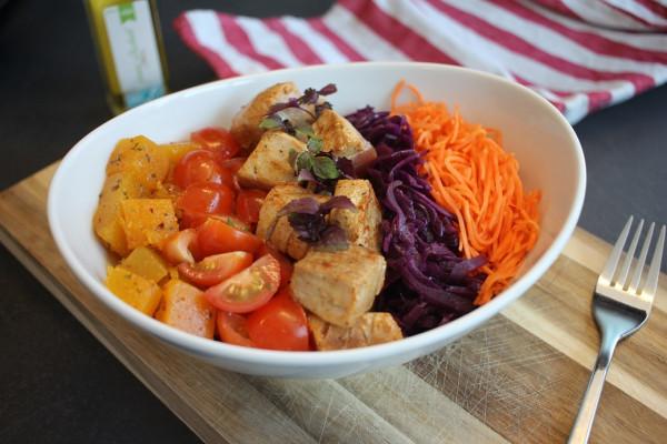Poke-Fischbowl-Salatbowl-Rezept-mit-Thunfisch