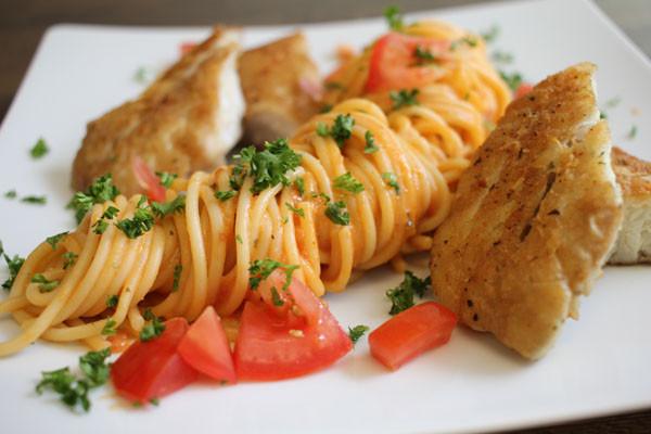 Seelachs-Tomaten-Pasta