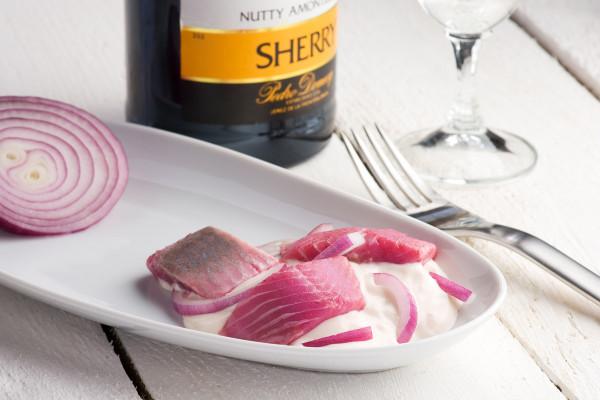 Sherry-Heringshappen in Joghurtdressing